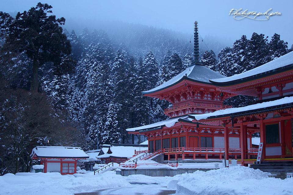 比叡山延暦寺 雪景色の法華総持院東塔  1920x1080 1366x768 4K UHD 雪景