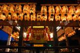 神輿渡御 八坂神社舞殿の神輿