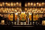 神輿渡御 八坂神社舞殿に飾られた三御座