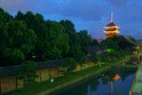東寺の鎮守八幡宮と五重塔