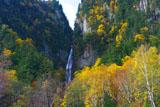 紅葉の流星の滝