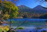 五色の湖と阿寒岳