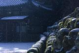 雪舞う愛宕念仏寺地蔵堂