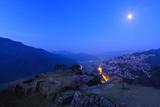竹田城跡の桜 蒼き月光に照らされて