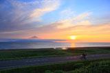 サロベツ西海岸を疾走するライダー