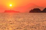 鎌倉材木座 落陽の江の島と富士山