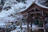 勝林院 鐘楼と雪の華