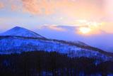 狩勝峠から狩勝山と夕陽