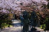長勝寺 四天王像と桜