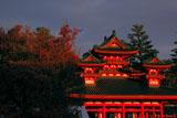 平安神宮 左近の桜の紅葉と蒼龍楼