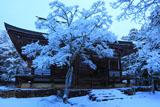 雪の神護寺毘沙門堂