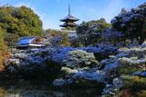 雪の仁和寺北庭