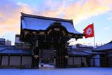 雪化粧の西本願寺阿弥陀堂門