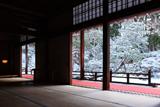 曼殊院 大書院から雪化粧の庭園