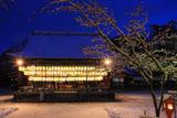 八坂神社 雪化粧の舞殿