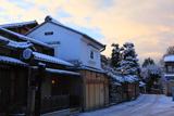 朝焼けと雪化粧のねねの道