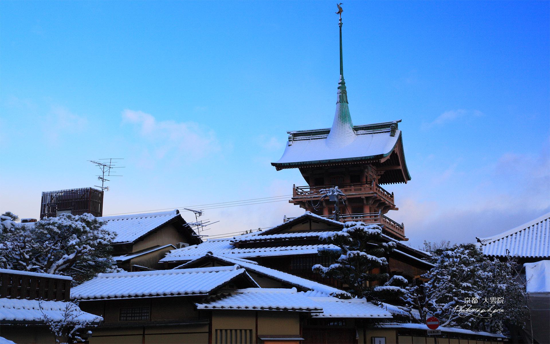 ねねの道 雪化粧の高台寺茶寮と祇園閣