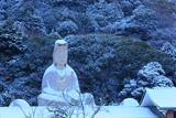 霊山観音 雪化粧の白衣観音像