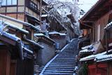 雪化粧した三年坂