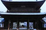 建仁寺 雪化粧の三門
