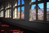 京都府庁 旧本館内からの枝垂れ桜