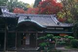 大石神社 社務所と紅葉
