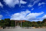 伏見桃山陵 青空と雲