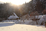 京都花脊 西日を浴びる雪の別所町