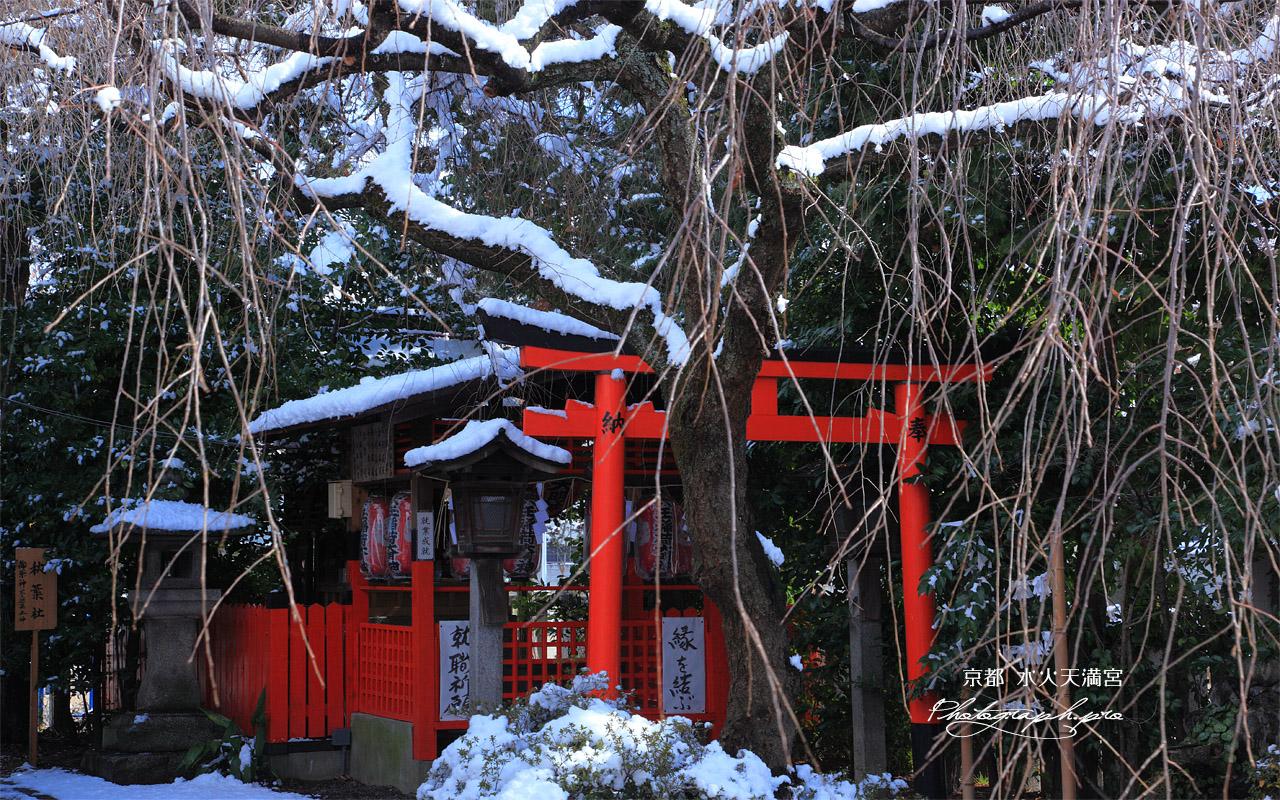 水火天満宮 雪景色の六玉稲荷社 壁紙