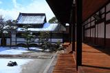 妙顕寺 客殿からの雪化粧の庭園