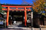 下御霊神社 表門と銀杏黄葉