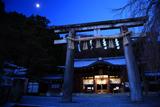 大石神社 月光に照らされた沫雪の拝殿