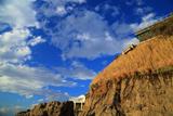 江の島 稚児ヶ淵の断崖と青空