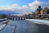 鴨川 雪化粧の三条大橋