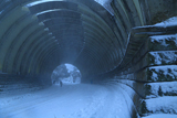 雪の巨福呂坂洞門
