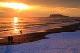 稲村ガ崎 夕日と積雪海岸