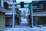江の島 雪化粧した江島神社青銅鳥居