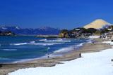 七里ヶ浜 残雪海岸と富士山