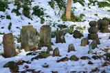 称名寺 残雪と石仏