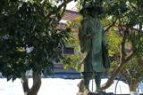 長生寺の親鸞聖人と残雪