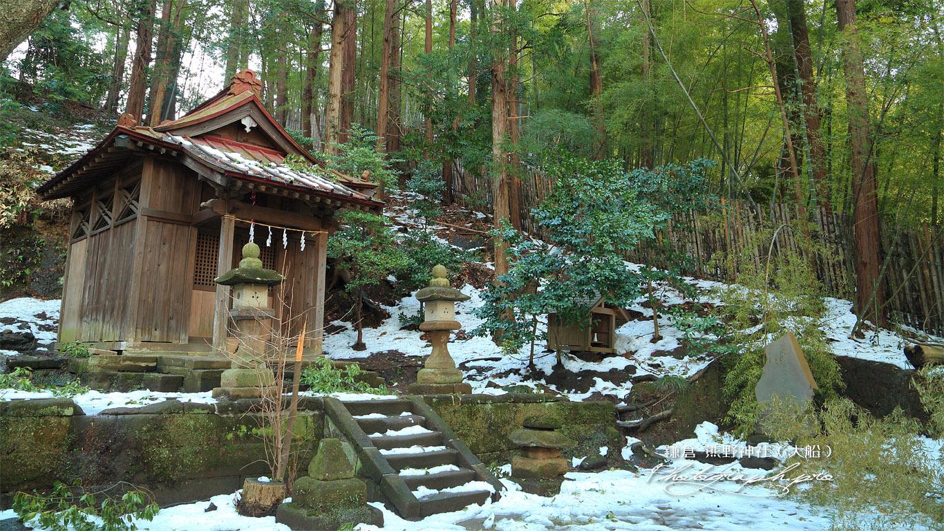 斑雪の熊野神社末社 壁紙