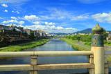 鴨川 五条大橋と夏空